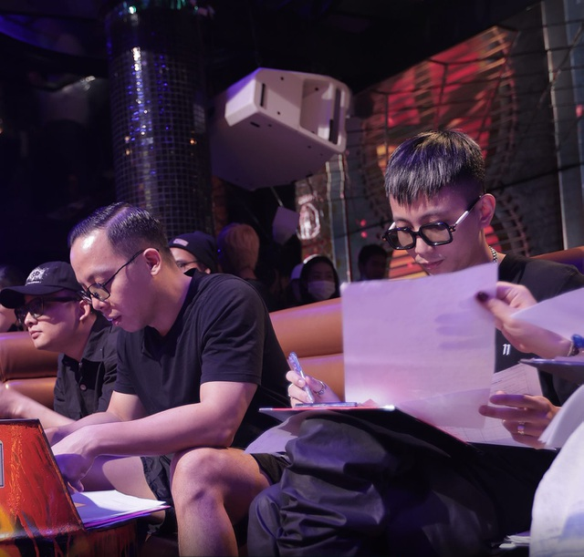 Thí sinh xếp hàng dài cả con phố để casting Rap Việt mùa 2 - 8