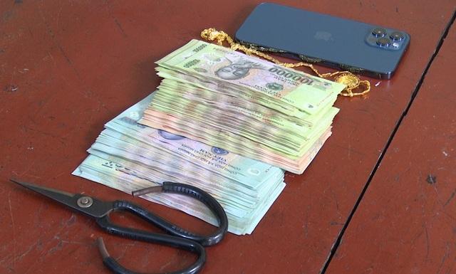 Gã trai mang 5 tiền án, vừa ra tù tiếp tục trộm tiền, vàng để mua Iphone - 2