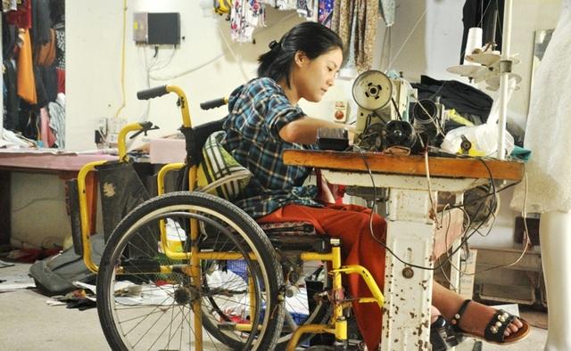Cô gái ngồi xe lăn và hành trình khởi nghiệp từ cây kim, sợi chỉ - 1