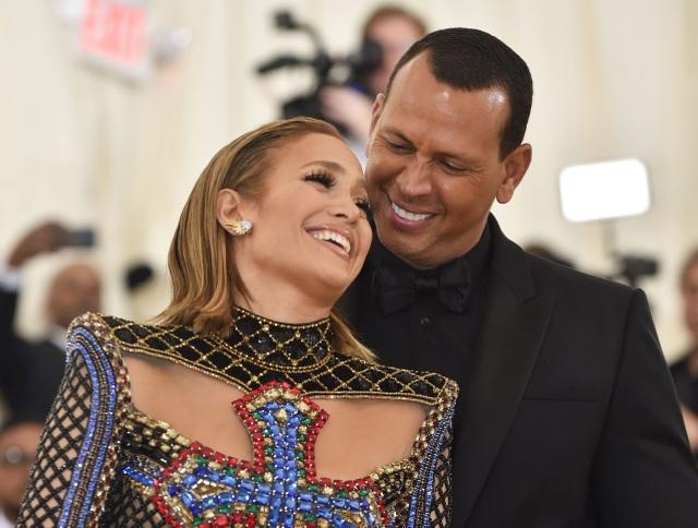 Jennifer Lopez chia tay bồ kém 6 tuổi sau 4 năm hẹn hò - 3