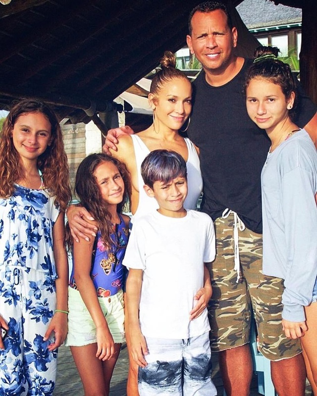 Jennifer Lopez chia tay bồ kém 6 tuổi sau 4 năm hẹn hò - 9