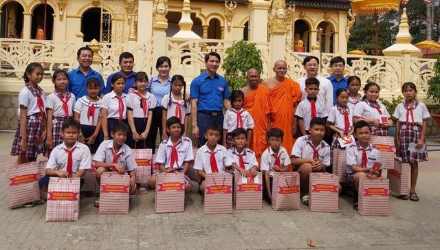 Bí thư Trung ương Đoàn thăm chúc Tết Chôl - Chnăm - Thmây tại Trà Vinh - 2