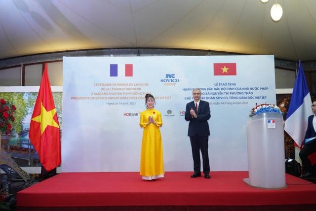 Nữ doanh nhân Nguyễn Thị Phương Thảo nhận Huân chương Bắc đẩu bội tinh của Nhà nước Pháp trao tặng - 2