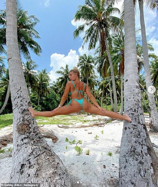 Gabby Allen gây choáng khi xoạc giữa 2 cây dừa - 1