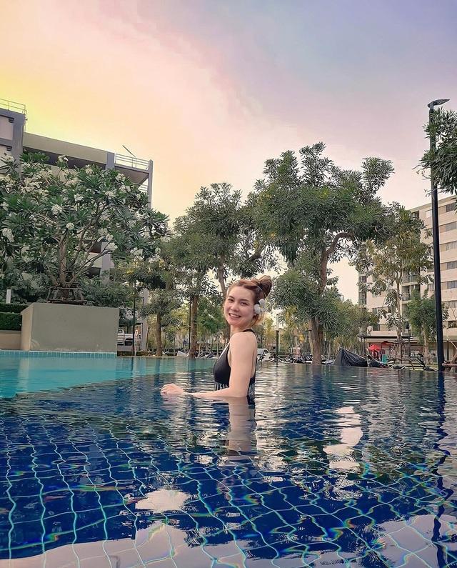 Nữ thần bóng chuyền Thái Lan khoe vẻ nóng bỏng trên bãi biển - 8