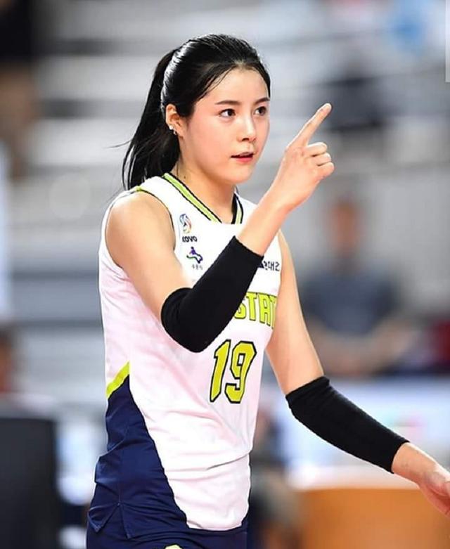 Vẻ đẹp quyến rũ của những thiên thần bóng chuyền châu Á - 7