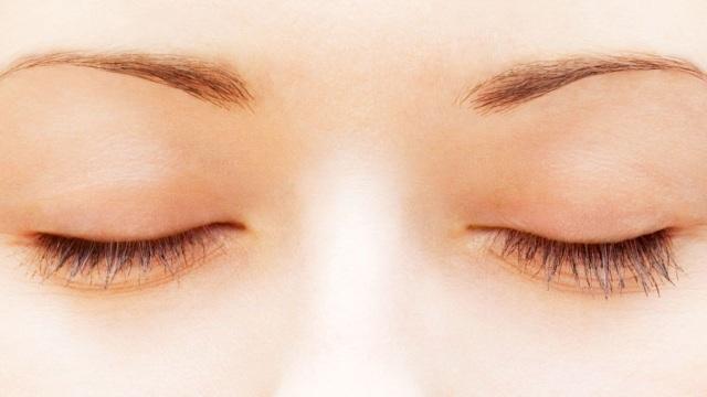 Tại sao chúng ta nhìn thấy các màu sắc khác nhau khi nhắm mắt? - 1