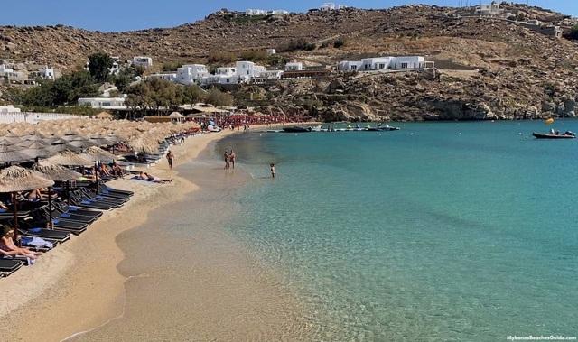 Những bãi biển cho phép du khách khỏa thân nổi tiếng thế giới - 2