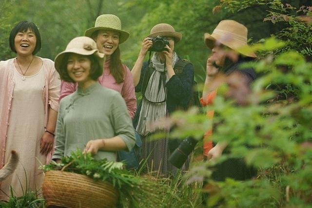 Cặp vợ chồng bỏ việc, bán nhà phố về quê chăm hoa, trồng rau sạch - 11