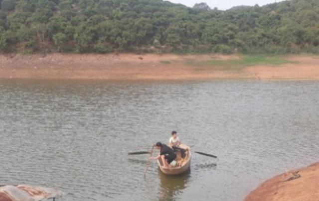 Ba học sinh tiểu học tử nạn khi ra hồ chơi - 1