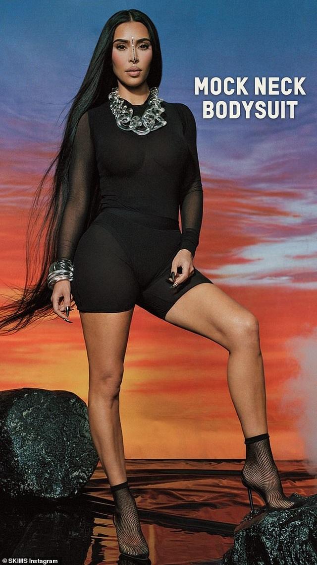 Kim Kardashian tích cực tung ảnh gợi cảm sau khi lên chức tỷ phú - 6