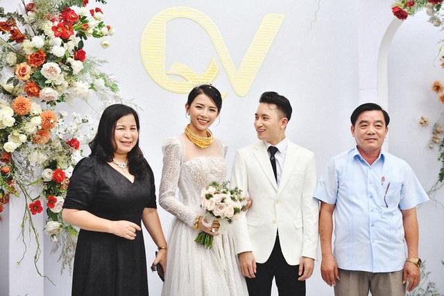 Phan Mạnh Quỳnh cưới hotgirl: Cô dâu diễm lệ, chú rể hát Vợ người ta