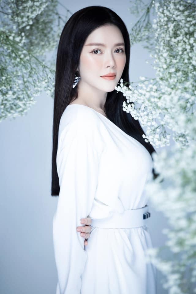 Danh hài Hoài Linh khoe mâm cơm đạm bạc - 10