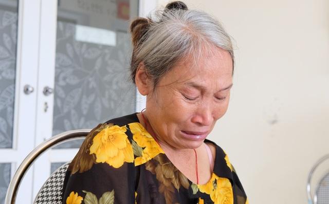 Rớt nước mắt cảnh mẹ nghèo kiệt sức tìm sự sống cho con trai 18 tuổi - 4