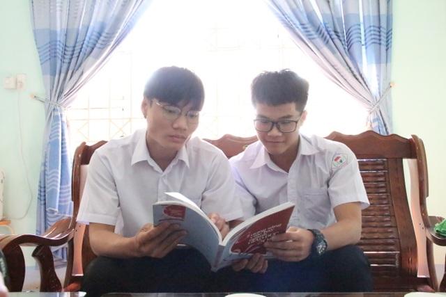 Hai học sinh lớp 12 nghiên cứu hệ thống giám sát người đeo khẩu trang - 4