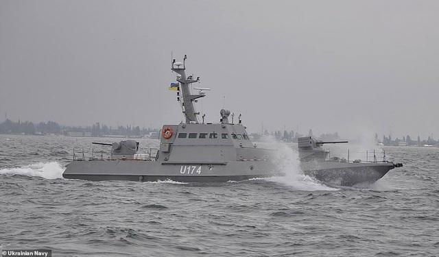 Tàu chiến Ukraine dọa nổ súng vào tàu Nga, Moscow khóa một phần Biển Đen - 1