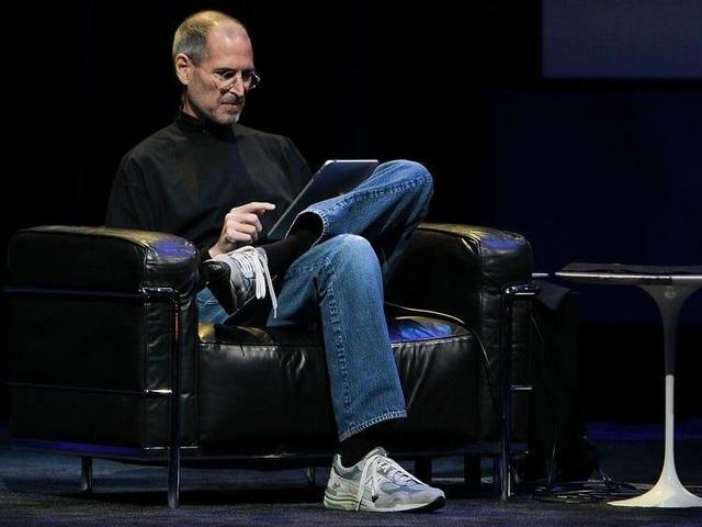 Điều thú vị sau bộ quần áo biểu tượng giản dị đến không ngờ của Steve Jobs - 3