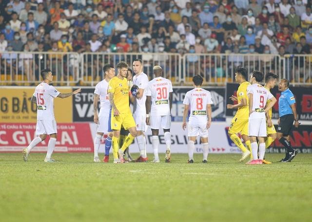 HA Gia Lai 1-0 Hà Nội: Siêu phẩm sút xa của Xuân Trường - 3