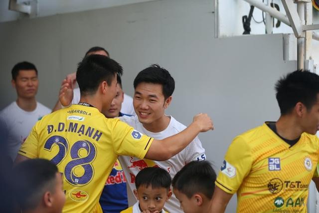 HA Gia Lai 1-0 Hà Nội: Siêu phẩm sút xa của Xuân Trường - 14
