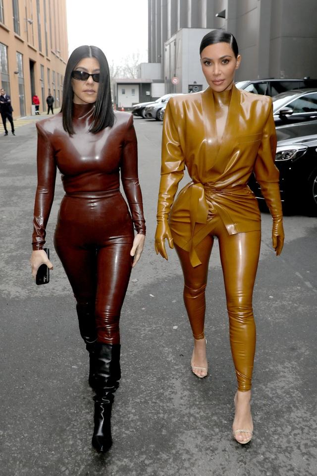 Khloe Kardashian gây choáng với trang phục ôm sát nghẹt thở - 8