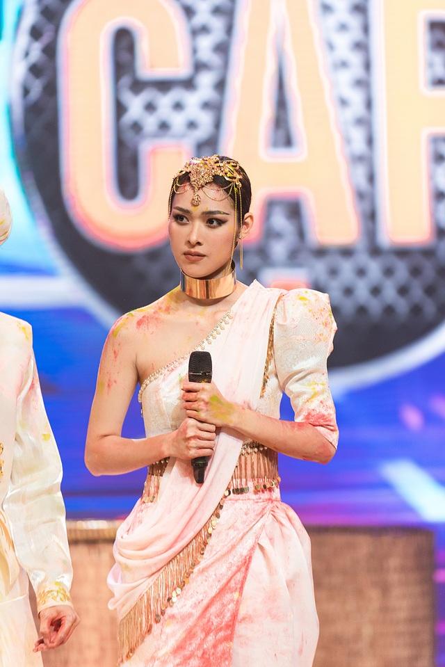 Diệp Bảo Ngọc mang lễ hội sắc màu Holi lên sân khấu