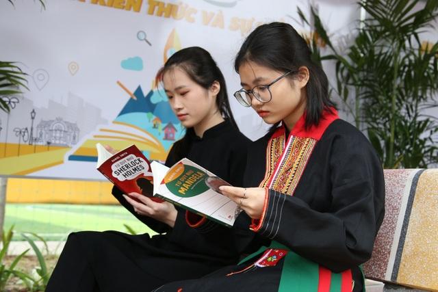 Nhà thơ Hoàng Nhuận Cầm: Sách là mỹ phẩm cao quý nhất mà rẻ nhất - 3