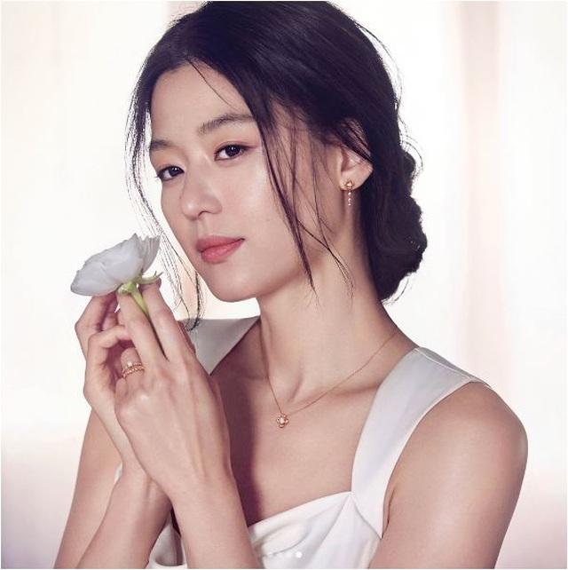 Đám cưới xa hoa nhất Hàn Quốc: Cô dâu diện váy 1,6 tỷ đồng, nhẫn 10 tỷ đồng - 9
