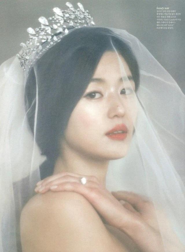 Đám cưới xa hoa nhất Hàn Quốc: Cô dâu diện váy 1,6 tỷ đồng, nhẫn 10 tỷ đồng - 2