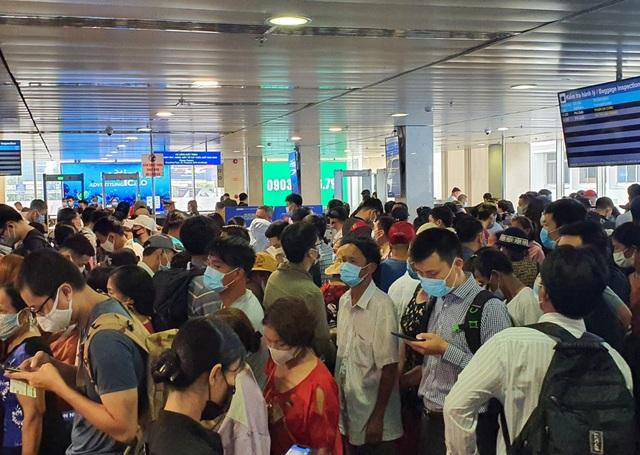 Sân bay Tân Sơn Nhất, ngày cao điểm 631 chuyến bay, gần 100.000 hành khách - 5