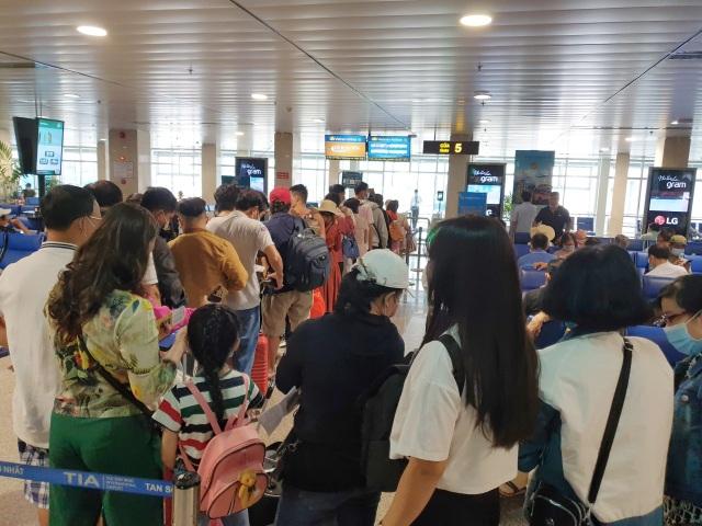 Sân bay Tân Sơn Nhất, ngày cao điểm 631 chuyến bay, gần 100.000 hành khách - 10
