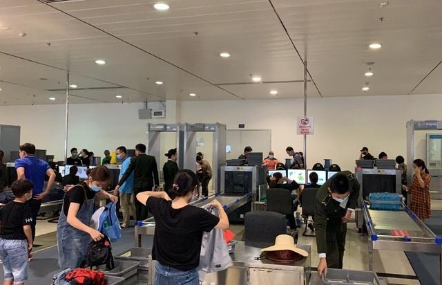 Sân bay Tân Sơn Nhất, ngày cao điểm 631 chuyến bay, gần 100.000 hành khách - 7