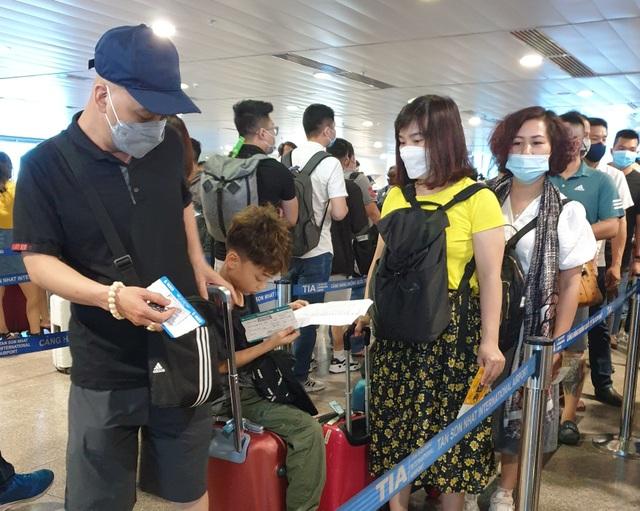 Sân bay Tân Sơn Nhất, ngày cao điểm 631 chuyến bay, gần 100.000 hành khách - 1