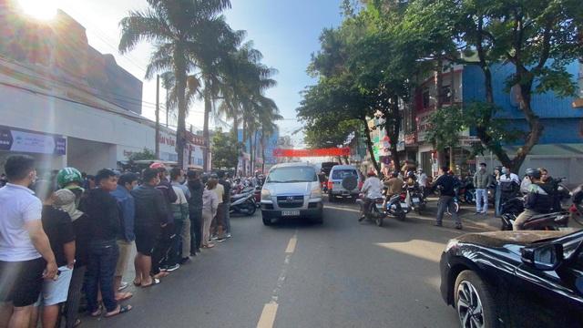 Sốt vé cực độ ở sân Pleiku trước trận HA Gia Lai - CLB Hà Nội - 9