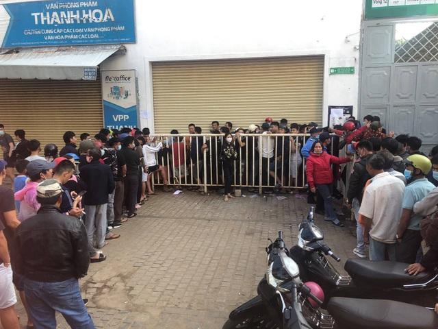 Sốt vé cực độ ở sân Pleiku trước trận HA Gia Lai - CLB Hà Nội - 1