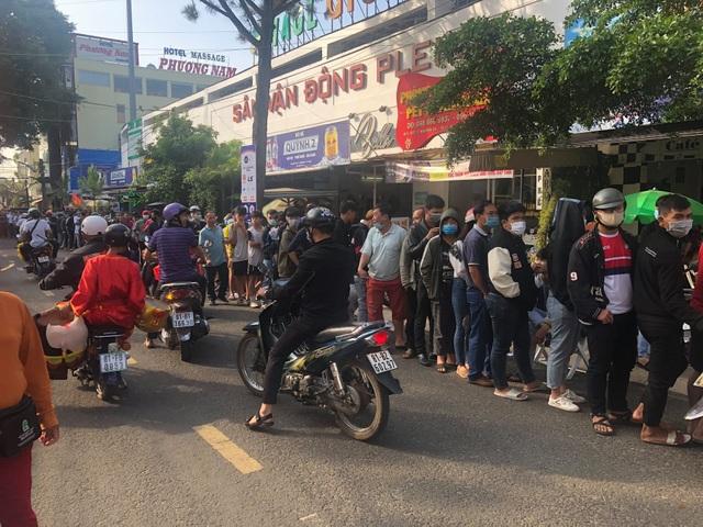 Sốt vé cực độ ở sân Pleiku trước trận HA Gia Lai - CLB Hà Nội - 7
