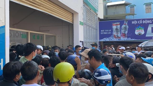 Sốt vé cực độ ở sân Pleiku trước trận HA Gia Lai - CLB Hà Nội - 3