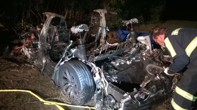 Hai người thiệt mạng trên xe Tesla, không thấy tài xế ở ghế lái - 2
