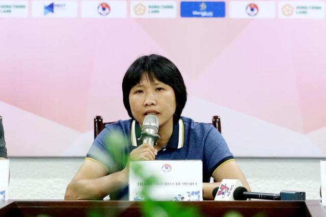 Các đội thể hiện quyết tâm tại Giải bóng đá Nữ Cúp Quốc gia 2021 - 2
