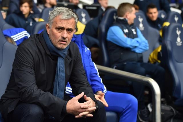 Choáng với số tiền lớn khủng khiếp HLV Mourinho nhận được khi bị sa thải - 9