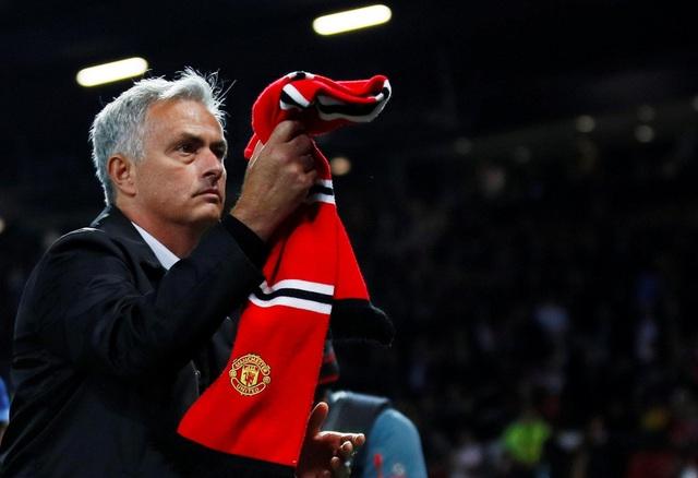 Choáng với số tiền lớn khủng khiếp HLV Mourinho nhận được khi bị sa thải - 10