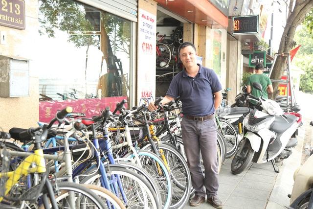 Mất việc vì Covid-19, kỹ sư, hướng dẫn viên cho thuê xe đạp quanh Hồ Tây - 7