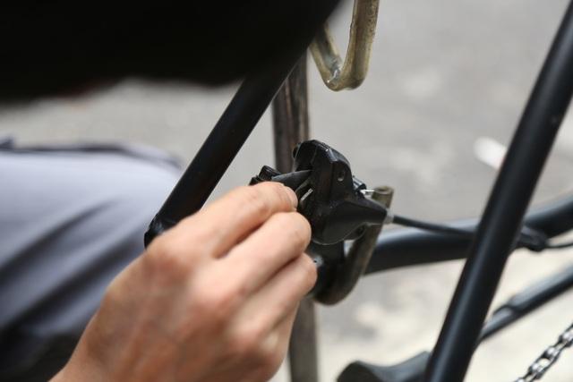 Mất việc vì Covid-19, kỹ sư, hướng dẫn viên cho thuê xe đạp quanh Hồ Tây - 5