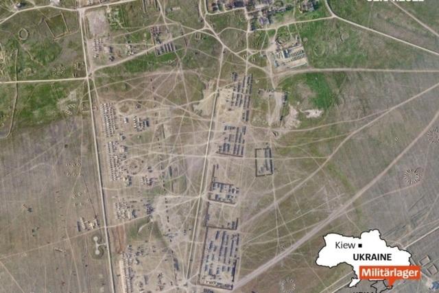 Ảnh vệ tinh cho thấy thành phố quân sự nghi của Nga gần Ukraine - 1