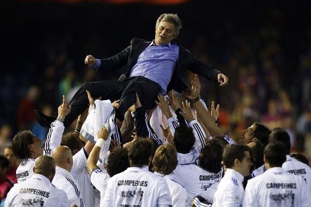 Choáng với số tiền lớn khủng khiếp HLV Mourinho nhận được khi bị sa thải - 5
