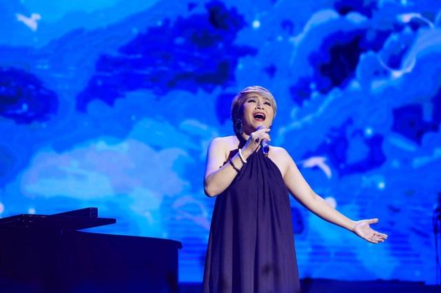 Hương Giang đá sân hát bài Nguyễn Ánh 9 viết tặng danh ca Khánh Ly - 4