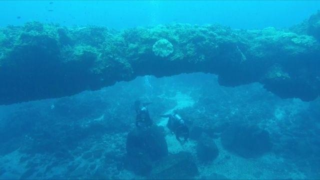 Hoảng hốt với 40 người đè lên vòm đá núi lửa hàng triệu năm tuổi - 3