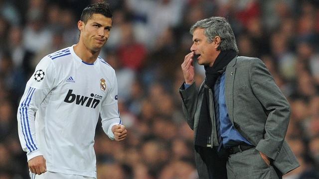 Choáng với số tiền lớn khủng khiếp HLV Mourinho nhận được khi bị sa thải - 4