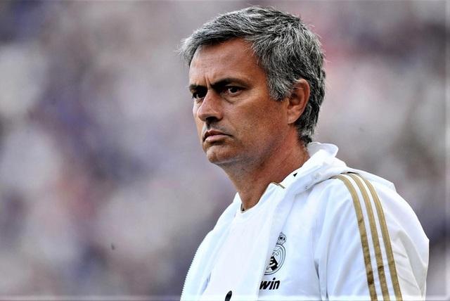 Choáng với số tiền lớn khủng khiếp HLV Mourinho nhận được khi bị sa thải - 6