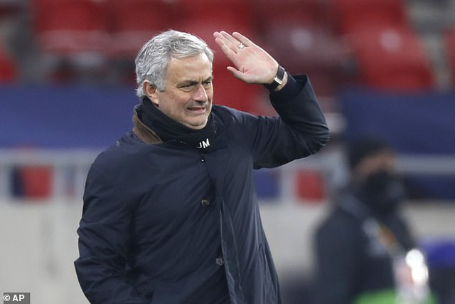 HLV Mourinho bị Tottenham sa thải vì phản đối European Super League? - 2