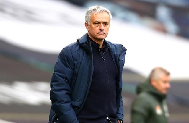 Choáng với số tiền lớn khủng khiếp HLV Mourinho nhận được khi bị sa thải - 13